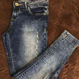 Tattered jeans lee