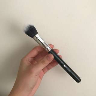 BH Cosmetics Highlight Blush Contour Brush