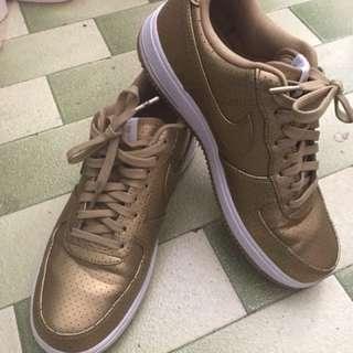 Nike 金色波鞋