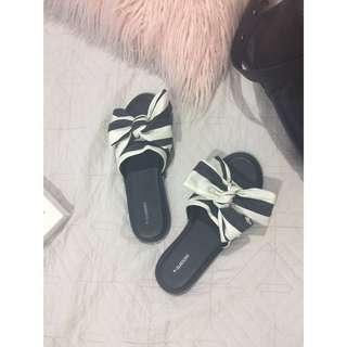 SIZE 8 - Glassons Bow-tie slides