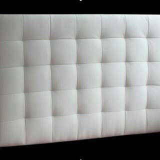 Sandaran / background / kepala bed tempat tidur