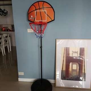 兒童 金屬框籃球架(背後有標靶可運用 )