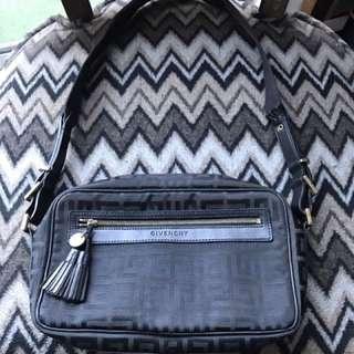 Authentic Vintage Givenchy Handbag 🛑