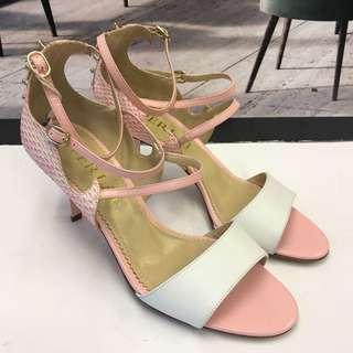 全新 Aperlai Sandals