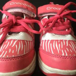 Sepatu beroda - Crocodile