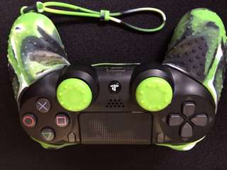 BNEW PS4 SILICON (HALF SLEEVES)