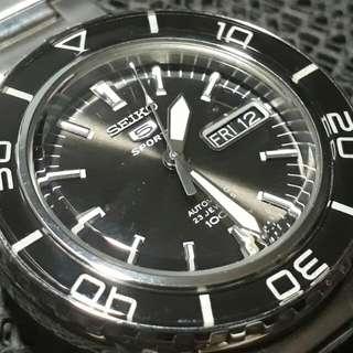 Seiko 5 Sports SNZH55 FFF automatic sports watch