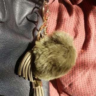 Fluffy fur ball keychain with tassels - GREEN