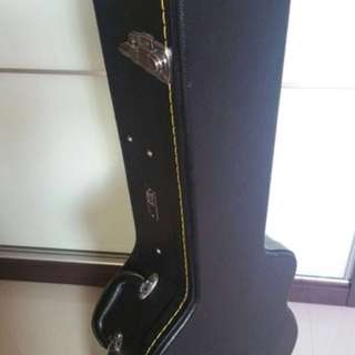 Selling Hardcase for acoustic guitar Size DG