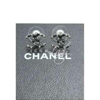 CHANEL A63870 銀黑色CC Logo 嵌黑珠/珍珠 耳環