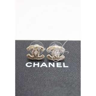 CHANEL A62468 淺金色亮面CC Logo 耳環