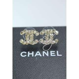 CHANEL A63576 淺金色水鑽閃石 CC Logo 耳環