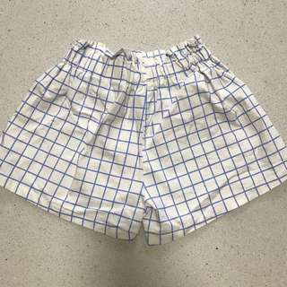Elastic white and blue grid shorts