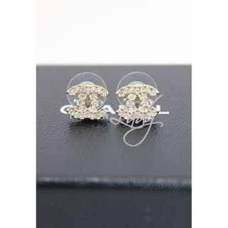 CHANEL A43120 淺金色閃石 CC Logo 耳環