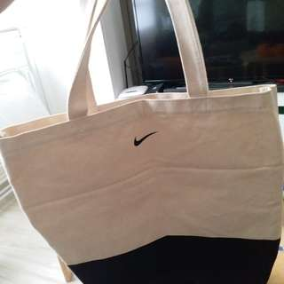 Nike 側咩袋