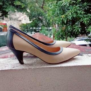 Velvet beige short heels