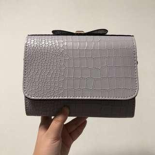 (Clearance Sales) Light Grey Crocodile Pattern Cracked Sling Bag
