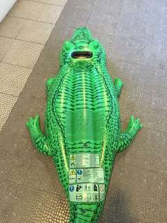 Inflatable crocodile for Swimming pool