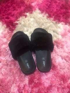 Sandal bulu by RUBI