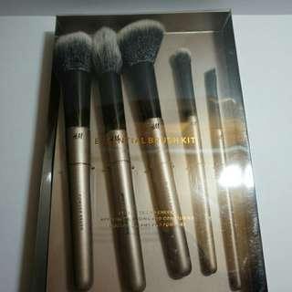 H&M Essential Brush Kit
