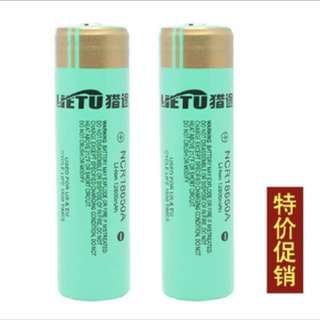 2 pcs 18650 battery with charger