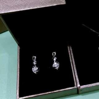*六福珠寶18k鑽石耳環*半價發售
