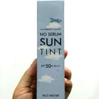Eco Secret: UV Perfect Shield No Sebum Sun Tint Spf 50+