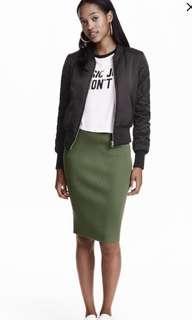 H&M green ribbed skirt