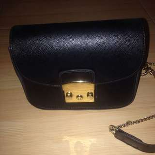 Preloved bags by Raisa