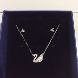 Swarovski set ( necklace + earring )