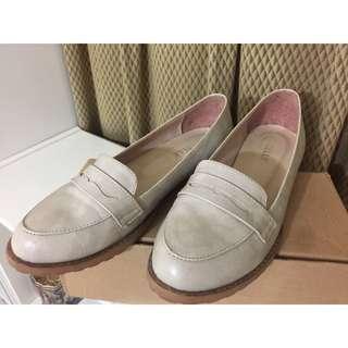 氣質出眾平底鞋 米色 23.5號
