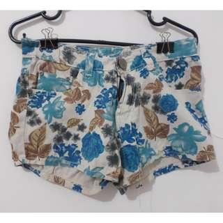 Hot Pants / Celana Pendek Bunga Biru