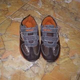 Sepatu anak nevada