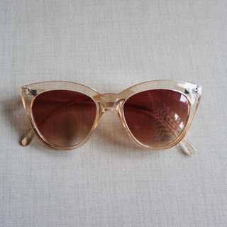 SUNNIES STUDIOS Sunglasses Dovie in Champagne w Pink Pouch