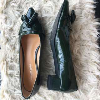 Green patent leather tassel flats shoes