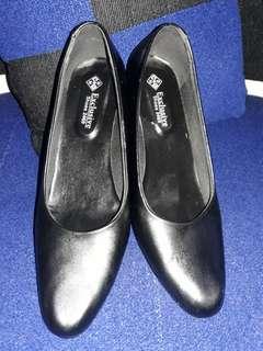 Sepatu persit..