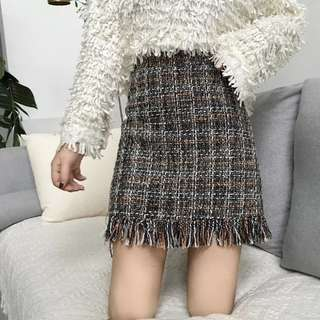 Po: ripped tight skirt