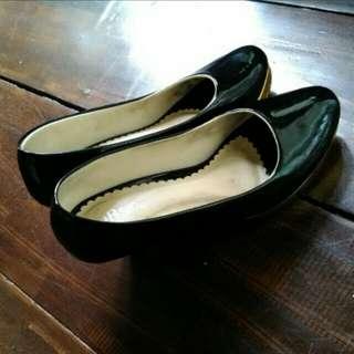 Sepatu black