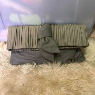 Ukay Balenciaga pouch can put sling siya with flaws