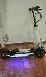 滑板车。   Scooter