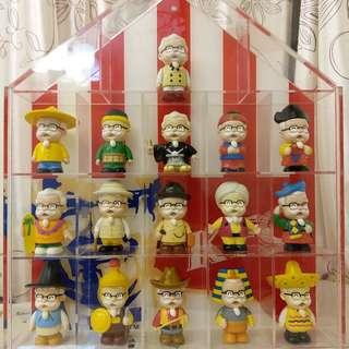 2002年肯德基爺爺公仔環遊世界系列16隻珍藏版( 連肯德基背版透明膠屋盒可打開)