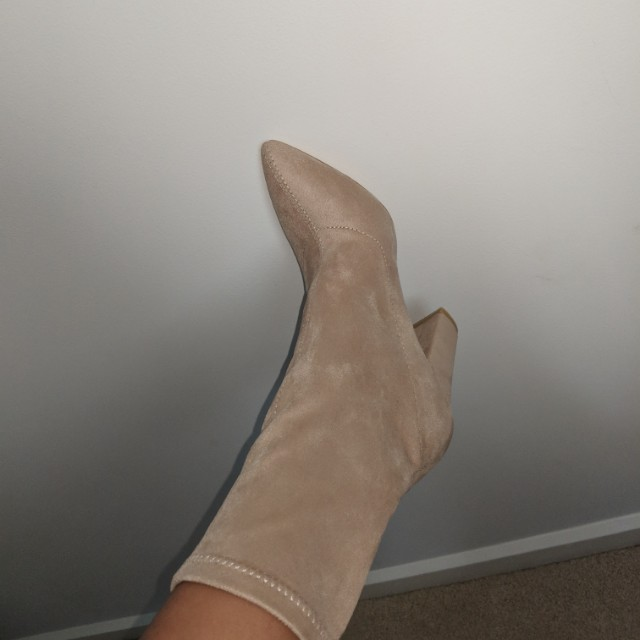 BILLINI BOOTS SIZE 6 offer me a price
