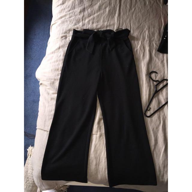 BLACK FLARE CROP PANTS SZ6