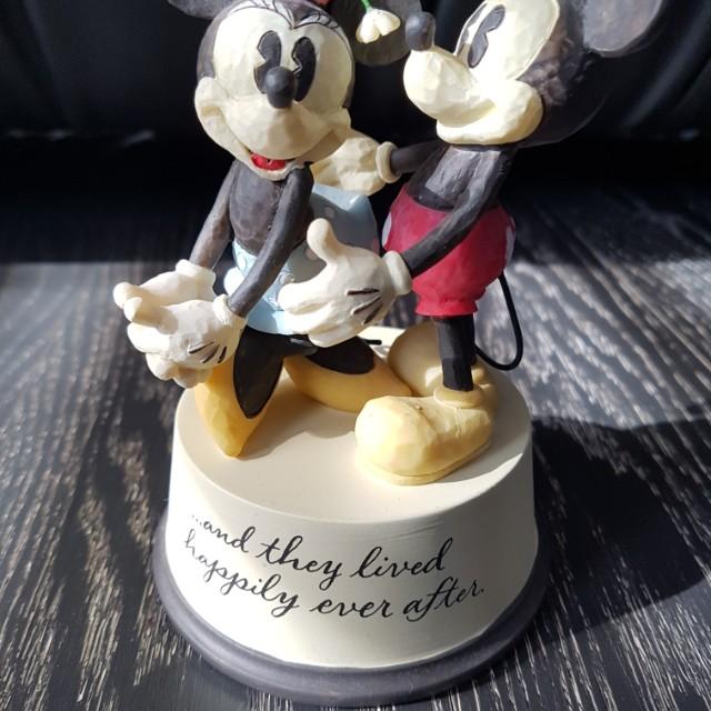 Disney figurine - mickey and minnie