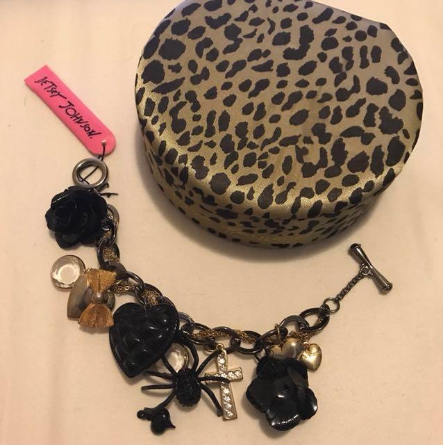 #FEB50 Original Betsey Johnson bracelet (with tag)