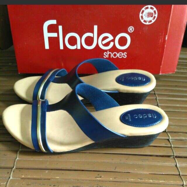 Fladeo blue wedges