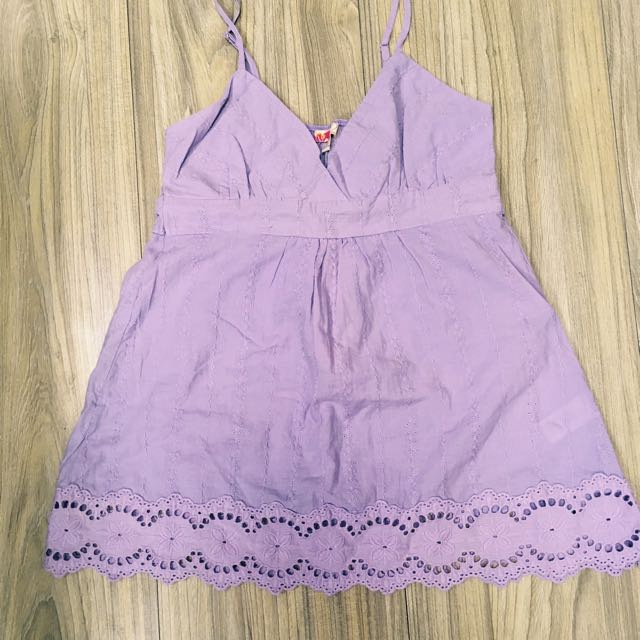 Forever 21 粉嫩紫色雕花蕾絲細肩帶綁帶上衣