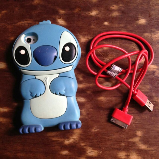 Iphone 4/4s case and charger