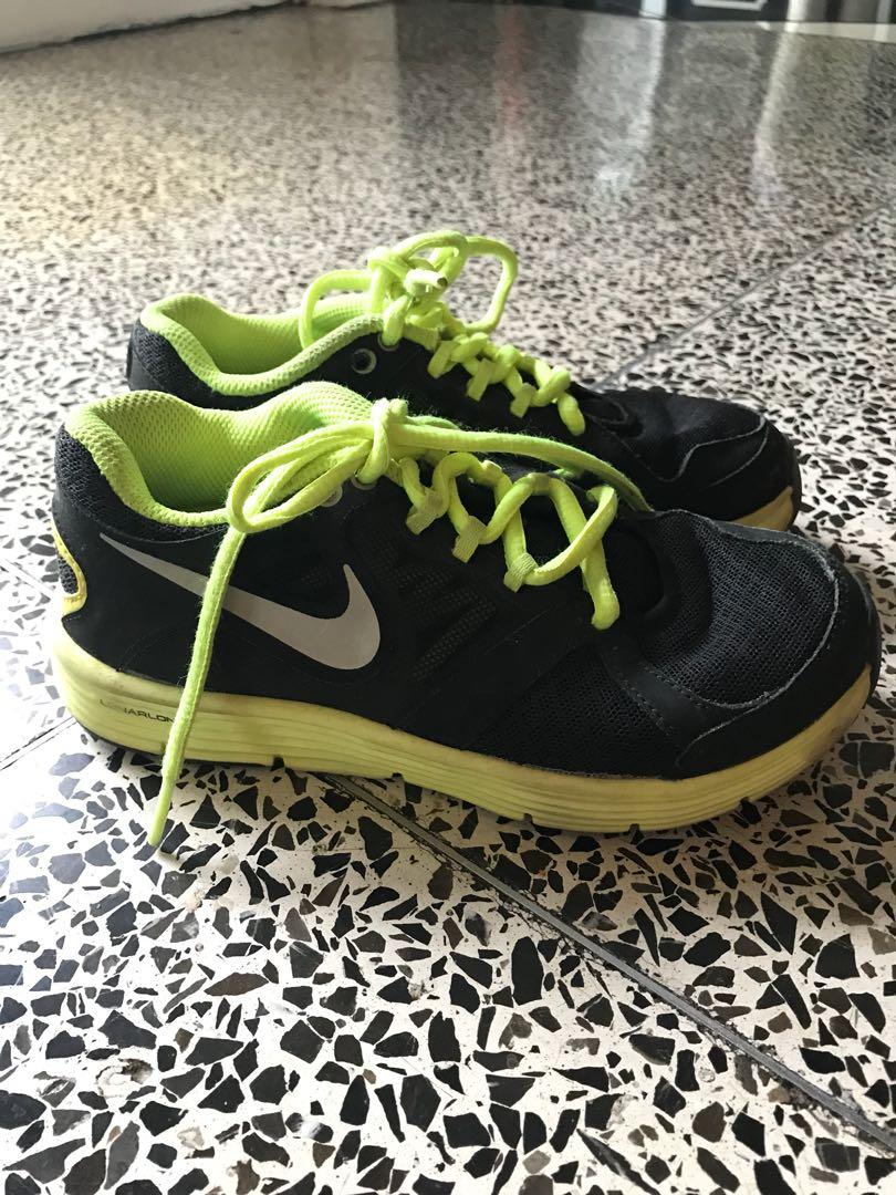 0e069cab9dc7 Nike Lunarlon boys shoes size UK 12