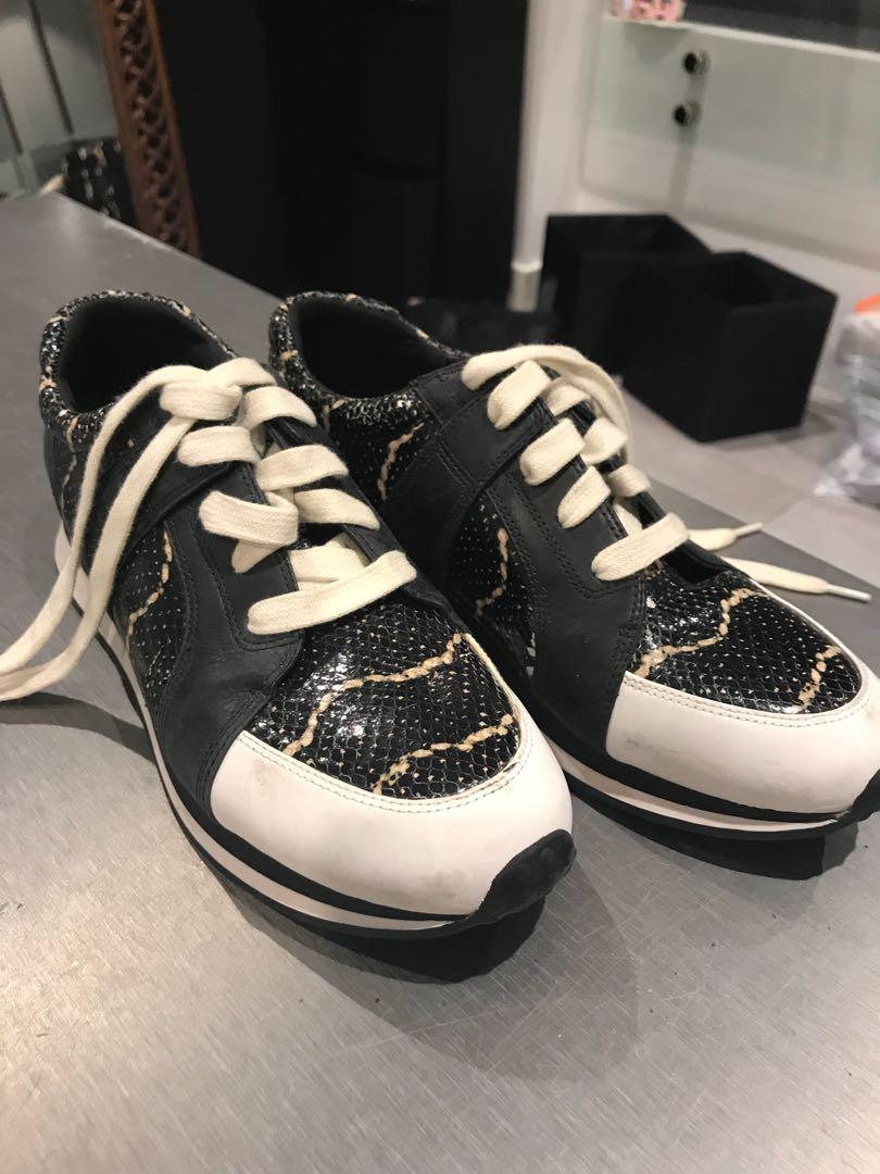 NY sneaker